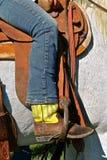 马鞍的一位牛仔 免版税库存图片