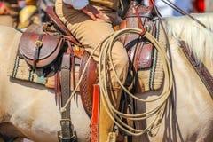 马鞍的牛仔 免版税库存图片