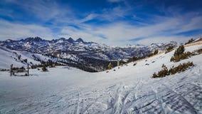 马默斯Mountain滑雪足迹 免版税库存图片