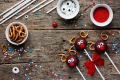 驯鹿蛋糕流行孩子假日食物backgro的圣诞节款待 库存图片