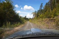 驱动于提供的视图的汽车copyspace 库存照片