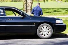 驱动器大型高级轿车等待 免版税库存照片