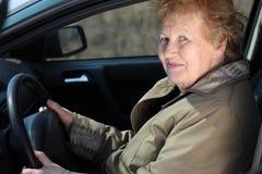 驱动器年长的人妇女 免版税库存图片