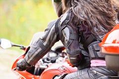 驱动摩托车人二个年轻人 库存图片