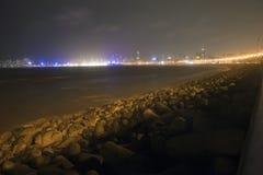 驱动海洋晚上视图 免版税库存照片