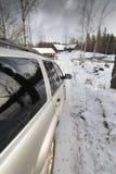 驱动路多雪的suv的汽车国家(地区) 库存图片