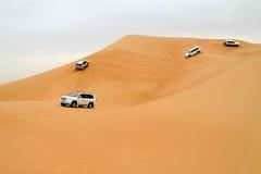 驱动迪拜的沙漠 免版税库存图片