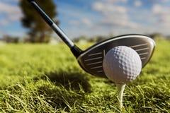 驱动高尔夫球 免版税库存照片