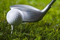 驱动高尔夫球 库存照片