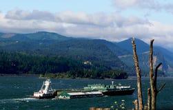 驳船小船大量推进的猛拉 库存照片