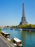 驳船居住的巴黎围网视图 库存照片