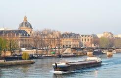 驳船巴黎河围网 免版税库存图片