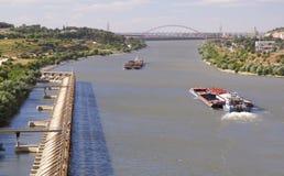 驳船移动 库存照片