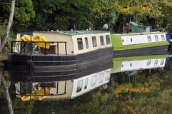 驳船转换了成在运河停泊的居住船hebden桥梁 免版税库存图片