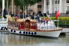 驳船gloriana周年纪念伦敦皇家英国 库存照片