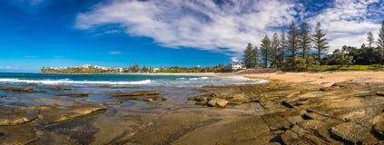 驴子海滩, Caloundra,昆士兰,澳大利亚的全景图象 免版税库存照片