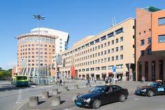 驻防荷兰语阿莫斯福特正方形有出租汽车和公共汽车的 库存图片