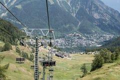 驾空滑车在库尔马耶乌尔,意大利阿尔卑斯,意大利 库存照片