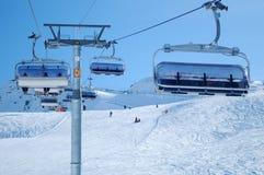 驾空滑车滑雪 免版税库存图片