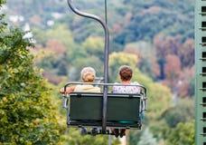 驾空滑车的年长妇女 免版税库存图片