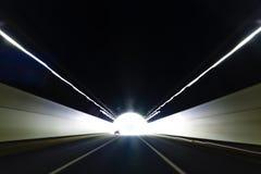 驾车在隧道出口 免版税库存照片