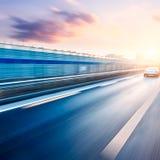驾车在高速公路,行动迷离 免版税库存照片