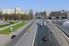 驾车在Berezhkovskaya堤防在莫斯科 库存照片