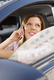 驾车妇女 免版税库存图片