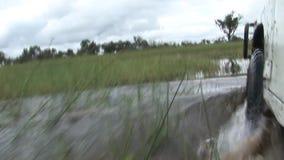 驾车湿fileld土地Arfica徒步旅行队 股票视频