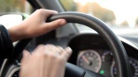驾车的一个人汽车通过街道 股票录像
