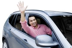 驾驶一辆新的汽车的亚裔人 库存照片