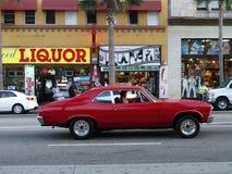 驾驶一辆红色汽车的未认出的西班牙人 免版税库存图片