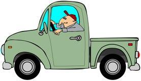 驾驶一辆老绿色卡车的人 库存图片