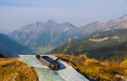 驾驶与在山的GPS 免版税图库摄影