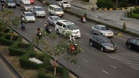 驾驶交通堵塞的高速公路 影视素材