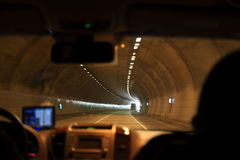 驾驶入隧道 免版税库存照片