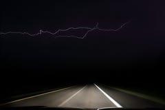 驾驶入雷暴 免版税库存图片