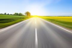 驾驶到太阳 免版税库存照片