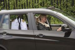 驾驶到工作的妇女 免版税库存图片