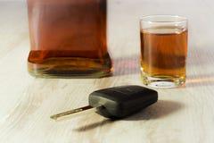 驾驶受酒精的影响-汽车钥匙的概念 免版税库存照片