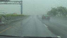驾驶向北的台湾,POV,4K的危险高速公路 影视素材