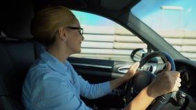 驾驶和唱喜爱的声调,能量的企业夫人为复杂的天 影视素材