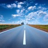 驾驶在一条空的路在日出 库存照片
