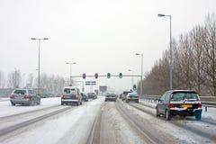 驾驶在严厉暴风雪在阿姆斯特丹在荷兰 库存照片