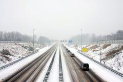 驾驶在严厉暴风雪的高速公路A9在荷兰 免版税库存照片