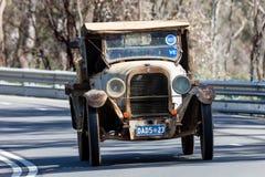 1923驾驶在乡下公路的推托4研样板 库存照片