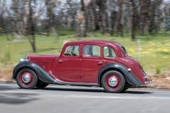 1951驾驶在乡下公路的毫克YA轿车 免版税库存图片