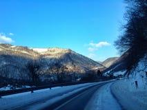 驾驶在冬天情况 免版税库存照片