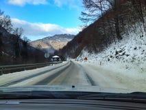 驾驶在冬天情况 免版税库存图片