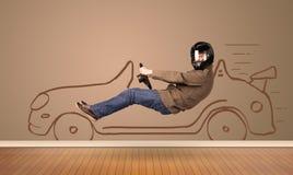 驾驶在墙壁上的愉快的人一辆手拉的汽车 库存照片